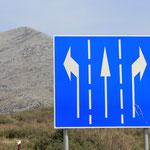 Links, geradeaus oder rechts? Jeder Weg fuehrt ans Ziel!
