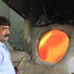 Iranischer Brotfechter, dafuer braucht es zwei Degen!
