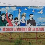 Handgemalte Propaganda-Plakate sind noch ueberall zu sehen