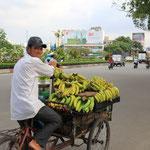 Er wollte mir waehrend der Fahrt Bananen verkaufen...mein Gepaecktraeger ist noch voll von Bananen!