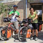 Joakim und Wey, sie fahren von Schweden nach Bangkok cycling from home to home!