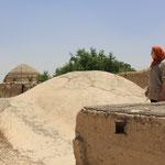 Ueber den Lehmdaechern von Esfahan