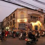 Bevor es weiter nach Laos geht, gibt es in Hanoi noch wa zu sehen...da herrscht ein 24h Betrieb...Diese Stadt pulsiert!!