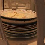 und brauchen vieel Geschirr, ja wenn's schon mal Teller hat!
