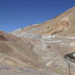 Dort oben ist der Ak Baital Pass...