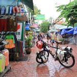 Schnell durch die Khao San Road...die Strasse Nr. 1 fuer Rucksacktouristen