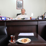 """Der Herr Anwalt in seinem Büro, danke für den Tee and the Turkish delight: """"akaetscheti, chlaebrigi Teigstange""""...gaeu Lena :)"""