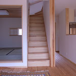 居間から二階へ