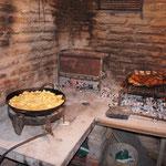 La viande cuit doucement, les patatas fritas aussi !