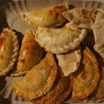 On se fait plaisir avec les empenadas (chaussons fourrés à la viande, au poulet ...) Miam, miam !