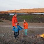Un feu de camp près de chez Florent, on peut camper sur ses terres mais côté mer, il fait 7° à 19h, ça réchauffe !