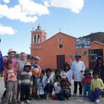 Première pause dans un petit village, pour une partie de foot avec les écoliers !