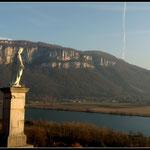 Die Rhône und Tournier Berg