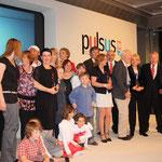 Gruppenbild der Preisträger - Prominenz anwesend!