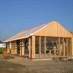 Die Holzrahmenkonstruktion ist fertig und es kann Richtfest gefeiert werden - 02.09.2005