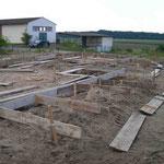 Errichtung der Schalung für die Streifenfundamente - 15.08.2005