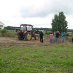 Abschieben des Oberbodens und Einbau von Füllkies - 08.08.2005