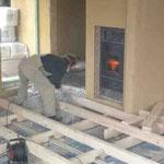 Die Unterkonstruktion des Fußbodens wurde erstellt und Zellulose als Dämmung eingebracht – 24.11.2005