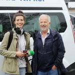 Isabel Sonnabend von SR3 mit Reinhard Werner vor dem Bürgerbus am 21.05.2019