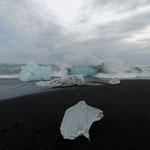 2015: Eis am schwarzen Strand auf Island