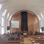 礼拝堂 アーチ形の梁で優しい感じが伝わってきます。