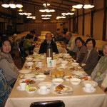 ①キャンプのプログラムは夕食から始まりました。