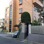 日本バプテスト連盟会館 2階に宣教部、総務部、常務理事室、3階に会議室があります。4階は宿泊スペースです。