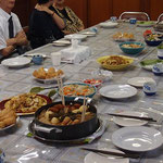 愛餐会① 受浸者を囲み食事を共にします。