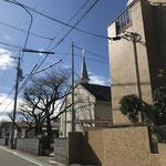 十字路角(島田産業)から4件目が教会
