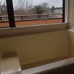 お風呂もありました。晴れていれば、窓の向こうに富士山が