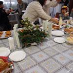 礼拝後は愛餐会 みんなで食卓を囲みました