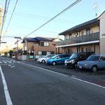 安東小交差点から二つ目の十字路(右手前にグランメールハイムというアパート)を右折(南向き:駿府城公園方向に一方通行)