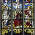 Während des Zweiten Weltkrieges verlor die Kirche alle ihre bunten Glasfenster, nur das zentrale Chorfenster von 1520 mit der Kreuzigungsszene blieb erhalten