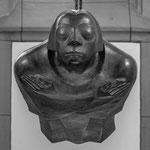 Die Figur trägt die Gesichtszüge der Künstlerin Käthe Kollwitz