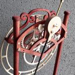 QUINTUS - retro orologio con paticolare del pendolo