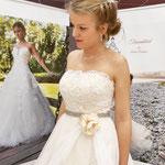 Erhältlich in Gr 36. Ivory-Champagner farbenes A-linien Brautkleid mit Spitze und Organza