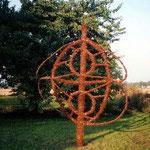 HELFER für J.B., 1995, Werbig (Oderbruch), Holz, Weidenrinde, Weide, Ballenbinder, 400 x 450 cm