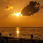 Ein Traum...die romantische Stimmung nutzen viele Leute für einen gemütlichen Strandspaziergang