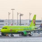 Warten auf das De-Incing vor dem Abflug nach Moskau - Airbus A320-214 - S7 Airlines (VQ-BDF)