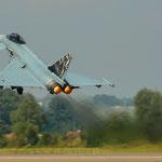 ...und ab dafür. Immer wieder Beeindruckend was der Eurofighter für eine Power hat...