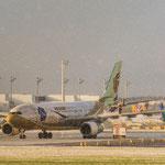 "Für diese Lichtstimmung lohnt sich so manche ""Qual""... (Airbus A330-243 / Air China / B-6076)"