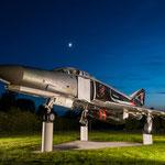 """In der Kaserne des Jagdgeschwader 71 """"R"""" steht dieses schöne Exemplar einer F-4F Phantom."""