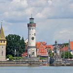 Blick auf den Hafen von Lindau vom Bodensee aus