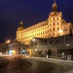 Oskar-Wittman-Straße (Donaukai) mit Blick auf das Schloss im Winter