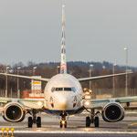 Boeing 737-8FH (SunExpress / TC-SNH) beim aufdrehen auf die Bahn bei Sonnenschein...