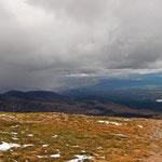 Cairn Gorm - auf dem Weg ins Tal. Die heftigen Wetterumschwünge sind hier wirklich existent (links)