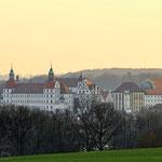 Neuburg an der Donau - Schlossblick von Ried aus am Abend