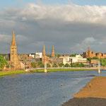 Blick auf Inverness, die Hauptstadt der Highlands und gleichzeitig nördlichste Stadt Großbritanniens (ca. 50.000 Einwohner). Umweit von hier mündet der River Ness in die Nordsee.
