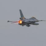 Start einer belgischen F-16 bei typisch norddeutschen Sauwetter - 19.06.2014