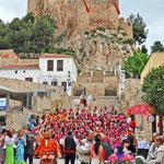 Farbenfrohe Kostüme und das Castillo Almansa